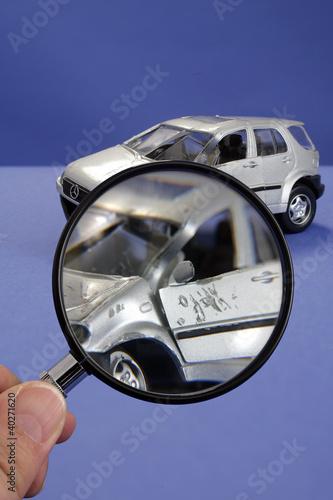 Symbolfoto fuer die Begutachtung eines Unfallfahrzeuges