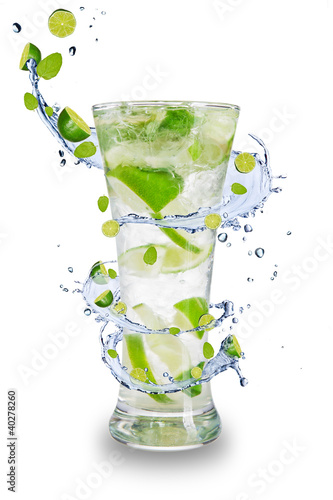 Aluminium Opspattend water Fresh mojito drink with splash spiral around glass.