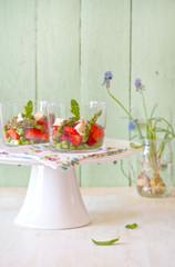 Verrine con fragole e asparagi