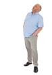 Vollschlanker Mann mittleren Alters schaut nach oben