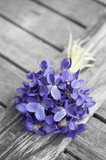 Fototapety spring bouquet of violets on old wooden table