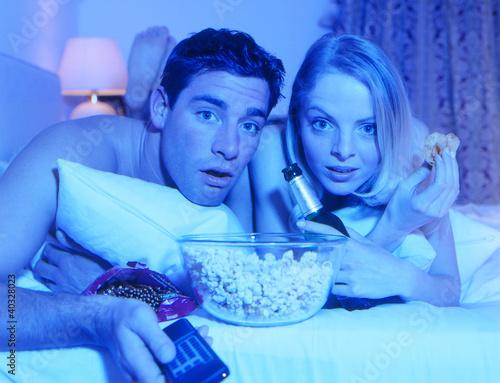 Paar schaut Fernsehen/TV