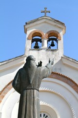 pietrelcina - chiesa della sacra famiglia - statua padre pio