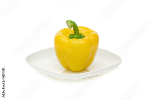 Yellow bell pepper on plate, close-up