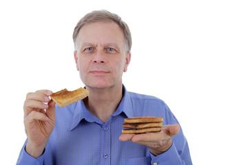 Mann mit Toastbrot