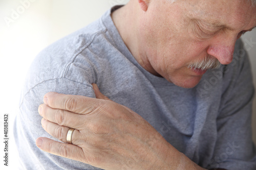 shoulder pain in a senior man - 40383432