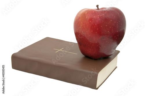 Библия и яблоко