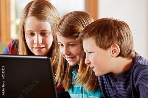 2 girls and a boy at the laptop