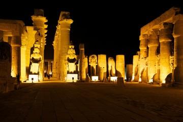 Abends im Luxor Tempel