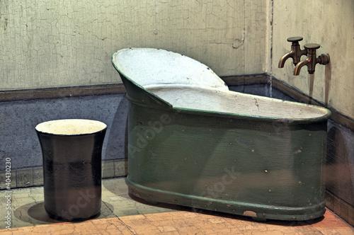 baignoire sabot ancienne de olivier rault photo libre de. Black Bedroom Furniture Sets. Home Design Ideas