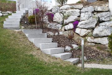 Gartenanlage mit Treppe