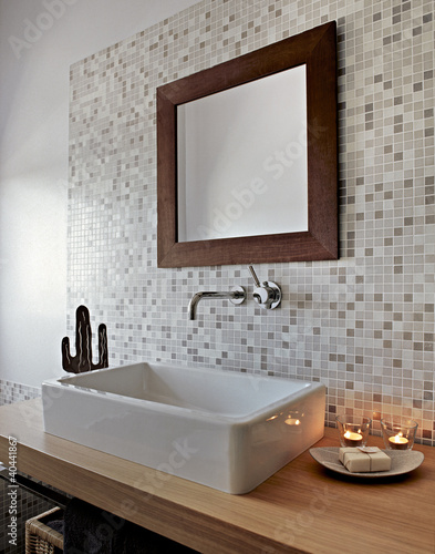 dettaglio del lavabo in un bagno moderno