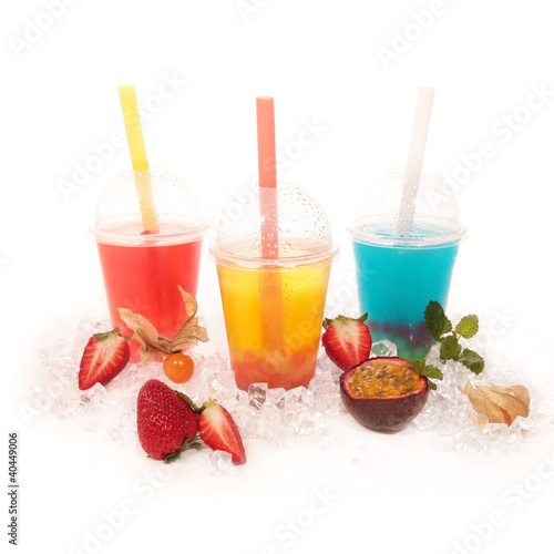 Bubble Tea fruchtig bunt  mit Früchten und Eis