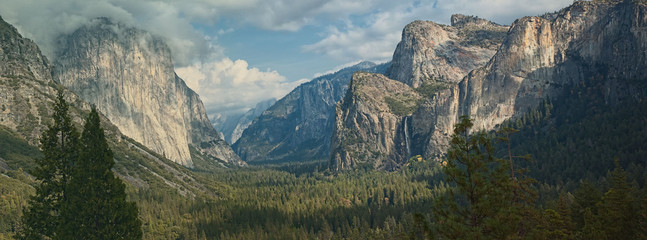 Yosemite national park, el capitan mountain, panoramic scenic la