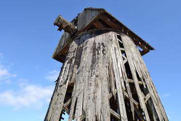 Полуразрушенная ветренная мельница.Беларусь