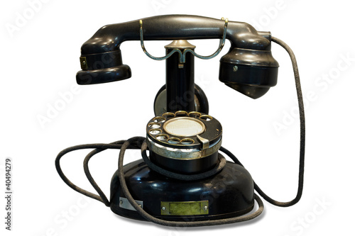 Старый черный дисковый телефон, белый фон Losevsky Pavel / Фотобанк Лори