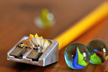 Le taille crayon et les billes