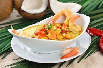 Pikante Kokos-Garnelensuppe mit Curry und Ingwer