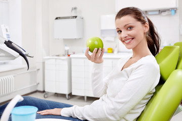 A girl with an apple in dentistry