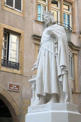 Place Saint Louis - Statue et panneau
