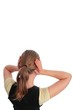Frau mit Haenden an den Ohren FREIGESTELLT