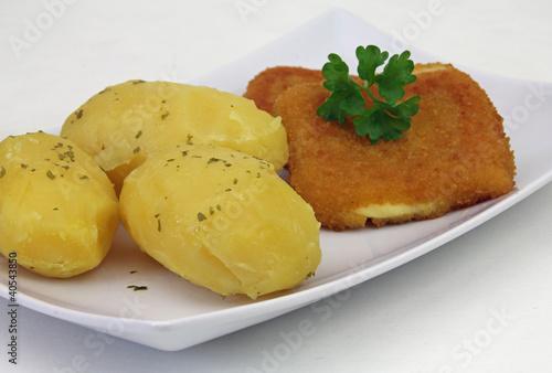 Gebackener Käse mit Kartoffeln
