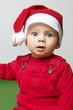 Kind an Weihnachten staunt