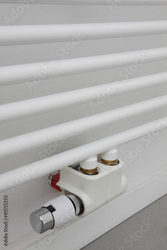 Vanne thermostatique radiateur s che serviettes de mariesacha photo libre de droits 40555250 - Vanne thermostatique radiateur ...
