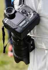 l'appareil photo en bandoulière