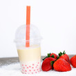 Bubble Tea mit Erdbeer-Bubbles