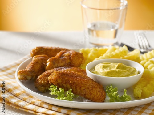 Chicken wings with curry dip and chips