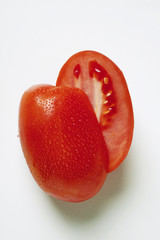 Plum tomatoes with drops of water (halved)