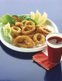 Deep-fried squid rings with mayonnaise, salad and lemon