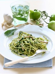 Spaghetti with spinach; garlic; green tomatoes