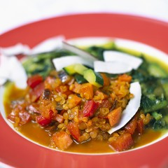 Vegetable curry with peppers, red lentils, courgettes & coconut