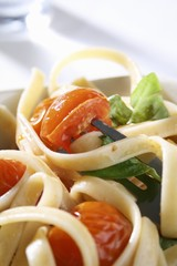 Linguine with cherry tomatoes and basil