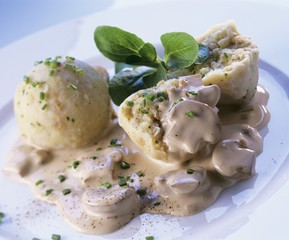 Bread dumplings with mushroom sauce