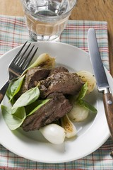 Roast beef with spring onions and basil