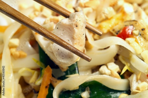 Singapore noodles (Noodles with chicken and vegetables)