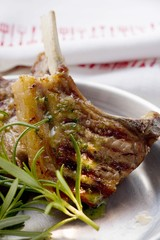 Grilled lamb cutlets with rosemary