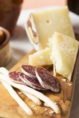 Antipasto rustico (Grissini, salami, pecorino & Parmesan)