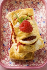 Puff pastries with raspberry filling