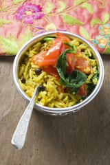 Saffron rice with currants, spinach and peppers (India)