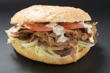 Döner kebab with onions, tomatoes and yoghurt sauce