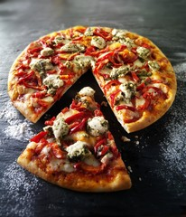 Cheese and pepper pizza with pesto