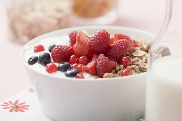 Muesli with yoghurt and fresh berries