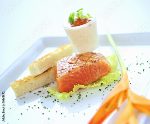 Lightly fried, marinated salmon with white bread