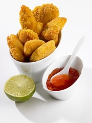 Chicken nuggets with chilli dip and lime