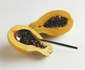 Removing papaya seeds with a spoon