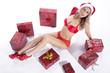 Junge sportliche Frau in sexy Dessous an Weihnachten